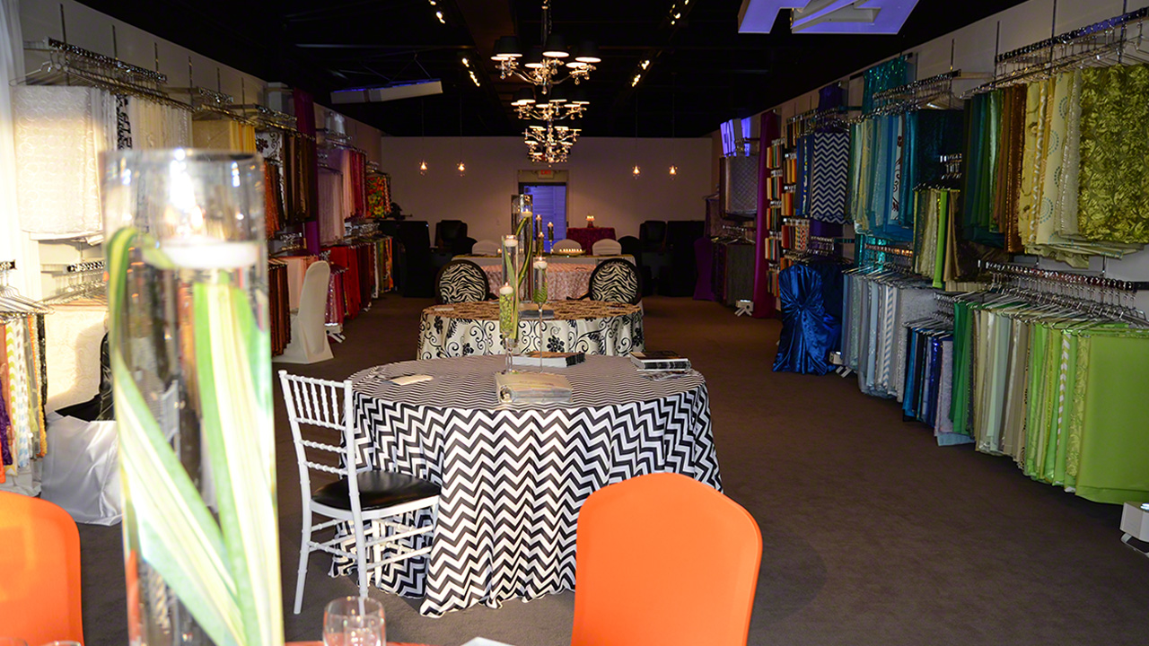 West Bloomfield Event Rental Gallery - Featuring table linens, chair covers, chiavari chairs, LED lighting and more.