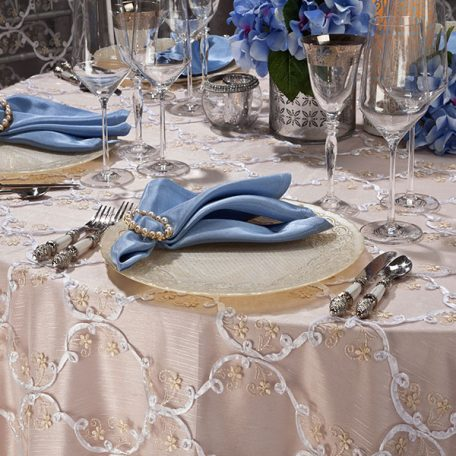 Gold Grandeur Overlay shown over our Cameo Shantung Table Linen