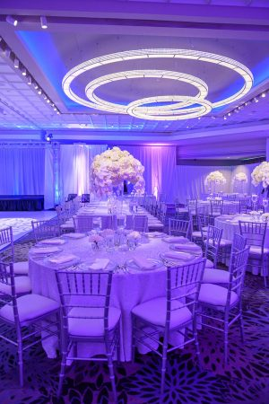 Table Linen and Charger rentals from Fabulous Events. Nationwide shipping.